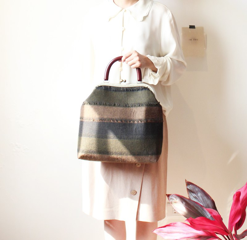 Striped fringed deciduous color gold bag