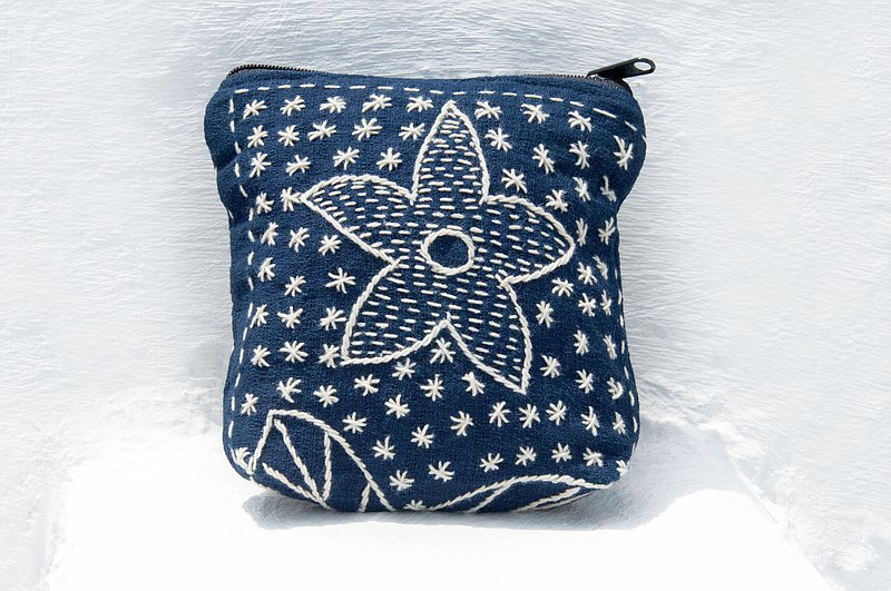 Handmade blue dyed embroidery coin purse storage bag small bag sundries bag earphone storage bag leisure card holder-flower