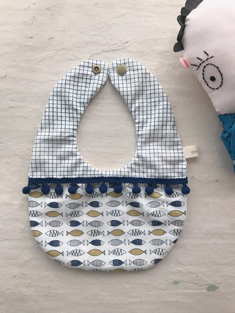 Small fish in the small grid handmade cotton multilayer yarn drip bib saliva towel + pacifier chain