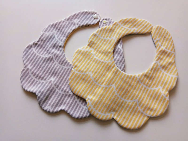 Japanese cotton gauze cotton yarn cloud-shaped bibs moon gift baby bib saliva towel