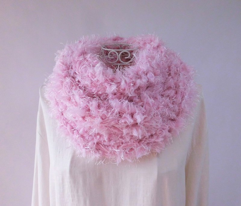 Fluffy snood, cold peony bloom, 2 types of fur yarn, merino wool, alpaca