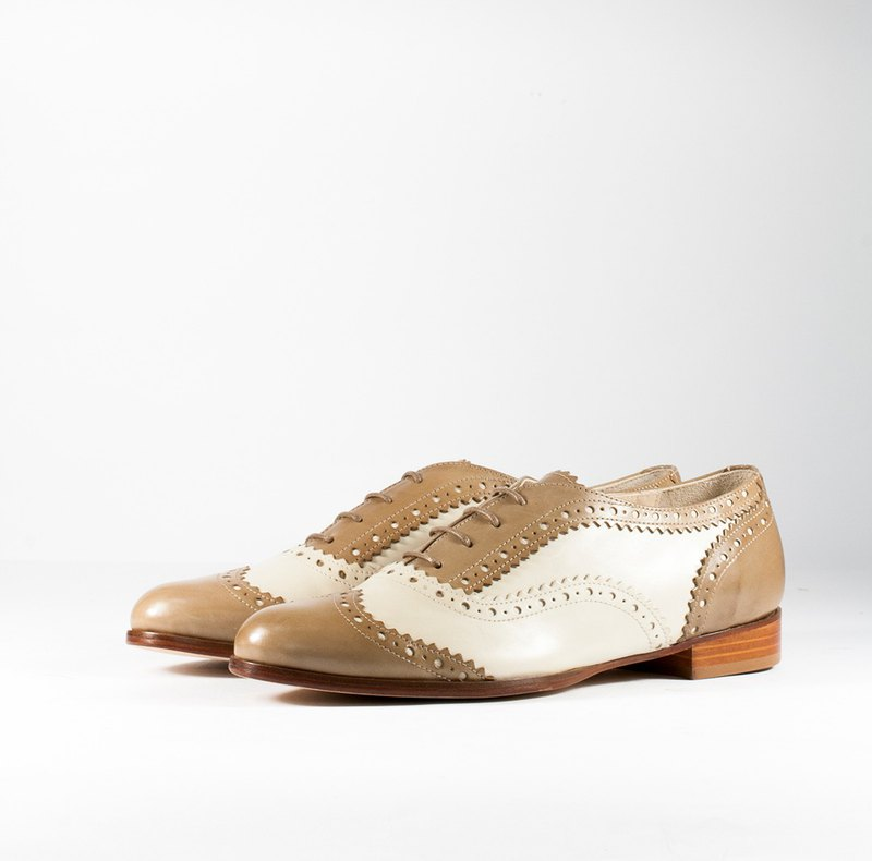 ITA BOTTEGA [Made in Italy] ivory white / nude brown classic two-color carved oxford shoes