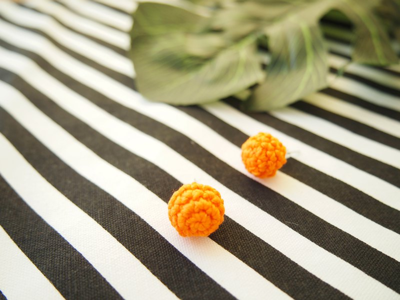 Orange hand-woven lace earrings BE086