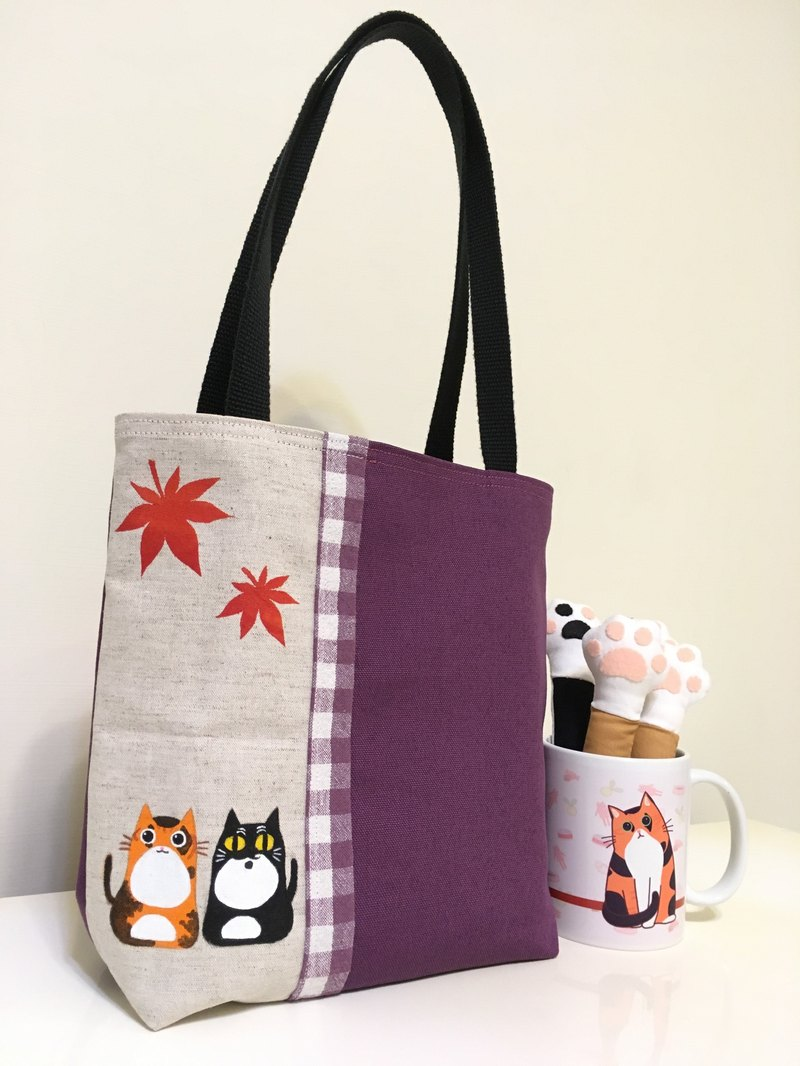 Maple leaves and cat light tote bag