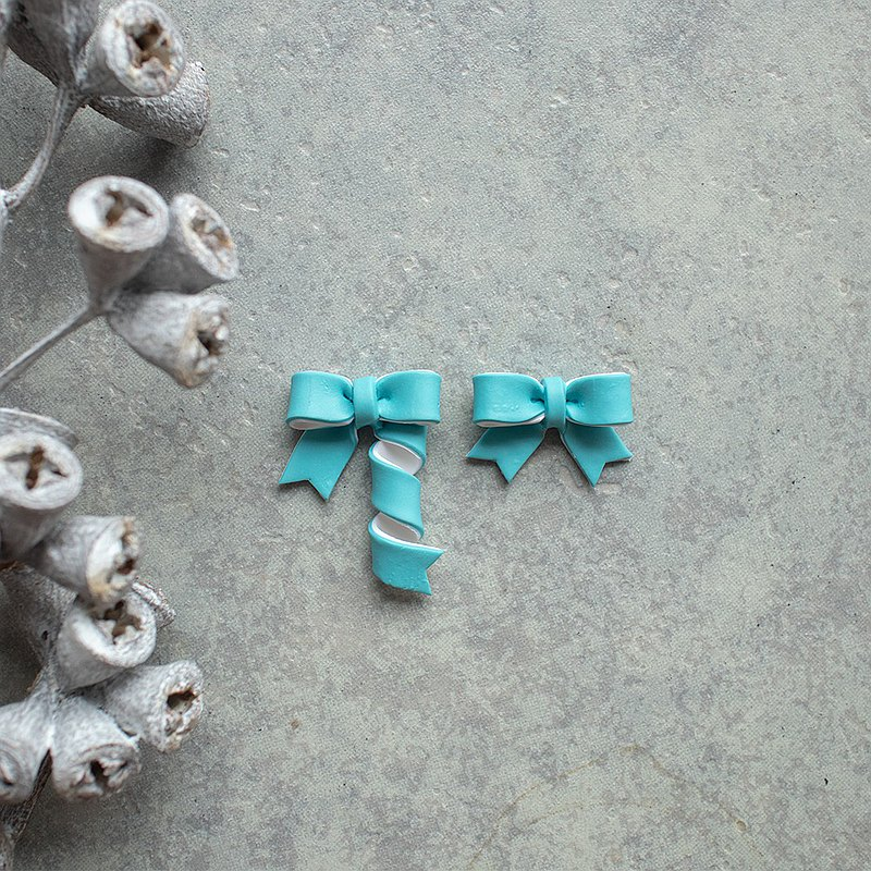 Ribbon Earrings / turquoise blue