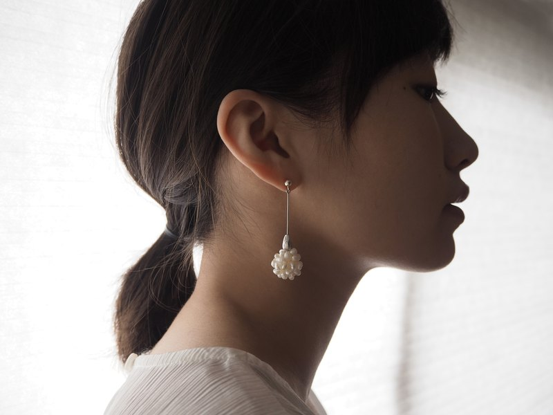 No.64 SNOWBERRY EARRINGS 雪果垂墜耳飾 - 巴洛克珍珠