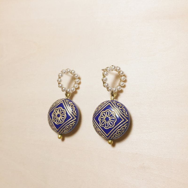 Vintage Pearl Circle Sapphire Blue Engraved Earrings
