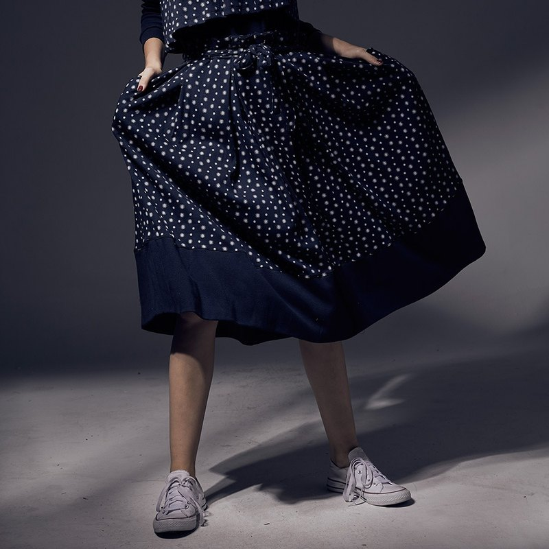 Design printed stitching straps pleated round skirt