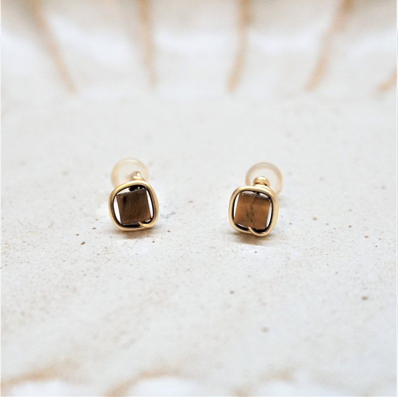 << Gold wire frame ear pin - Tiger eye stone >> 4mm square tiger eye stone (with ear clips)