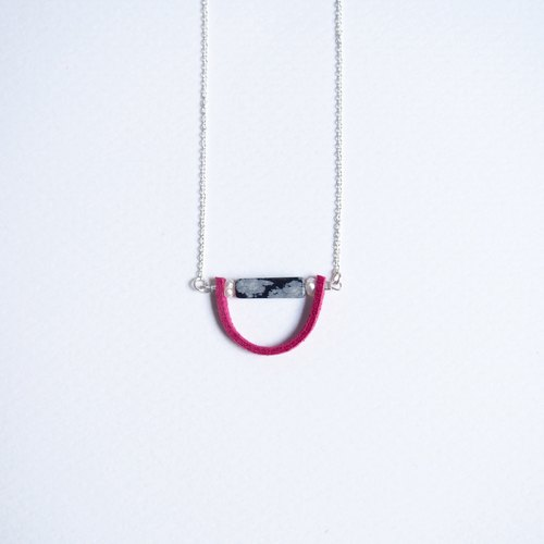 """KeepitPetite"" gift · original design · smile · long side of the snow stone · freshwater pearl leather rope · hand for sterling silver necklace (40cm / 16 inch)"