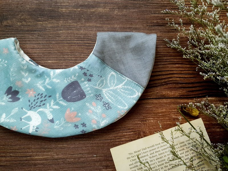 Fox in the DOMOMO forest - double-sided 360-degree round bib