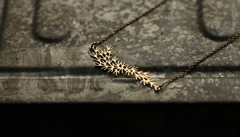 Golden Water Necklace Small Waterweeds Pendant (Gold)