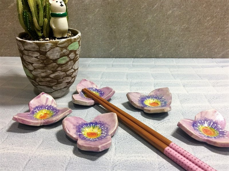 Purple pale happy three flower chopsticks shelf _ pottery chopsticks rack