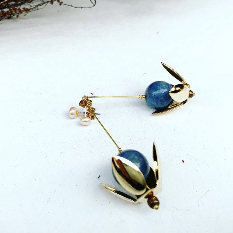 Exclusive-Flower-shaped natural sapphire sapphire _ dangling natural stone activity dual-use