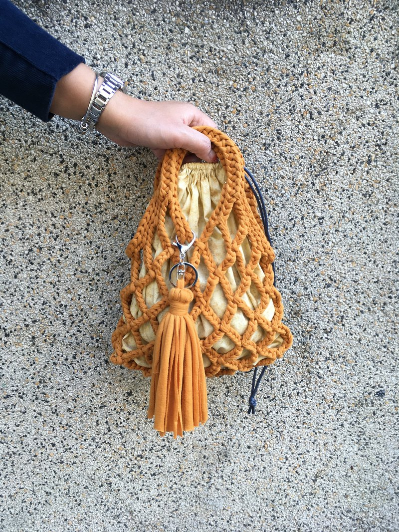 Annual feedback. Fringed small mesh bag. Yellow camel