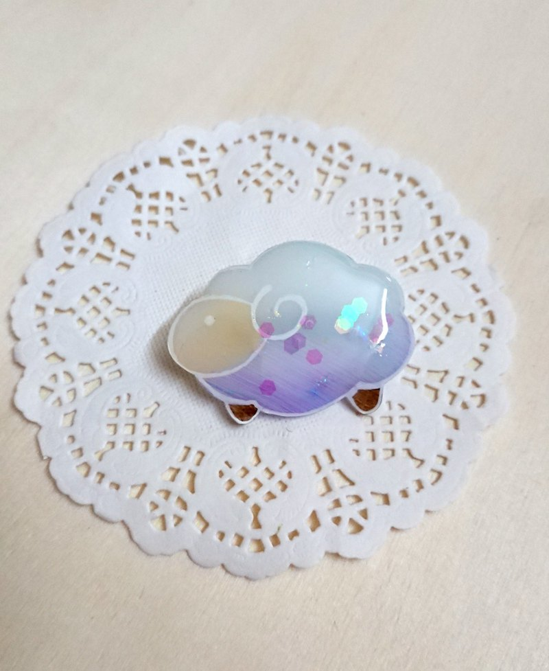 MILKY KISS || Sheep brooches