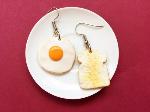 Earrings toast, fried eggs