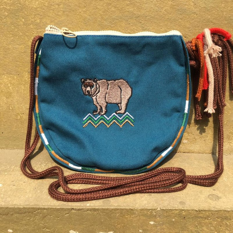Semi-circular embroidered brown bear national wind fringe side back pack - white, blue, green, brown