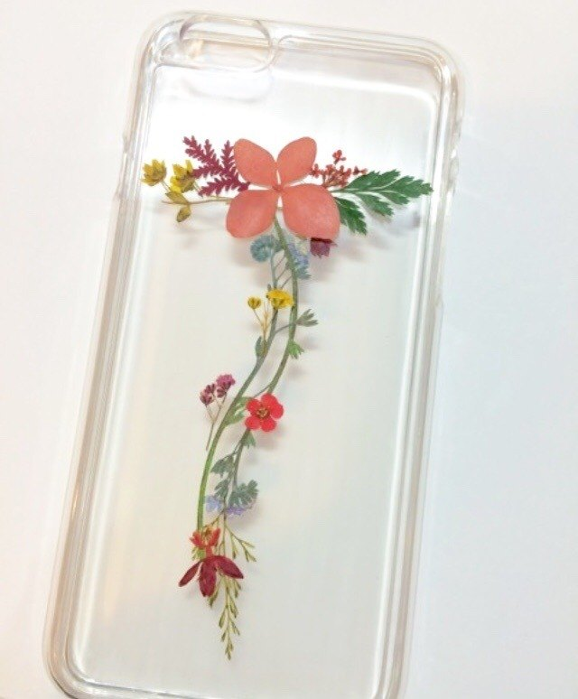 T for Tammy :: custom-made initial pressed flower phonecase