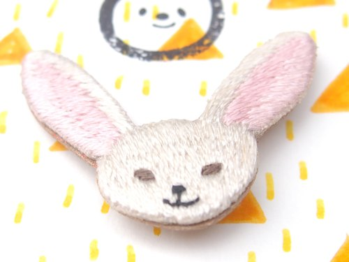 ◭ small animal head embroidery brooch ◮ pinna Fennec fox