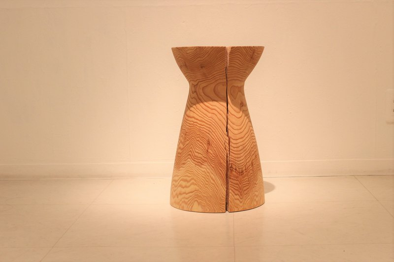 wooden side table / GOROTANS