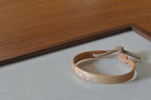 Neat simple bangle Maple Large