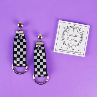 Checkerboard ring with a long ring earrings