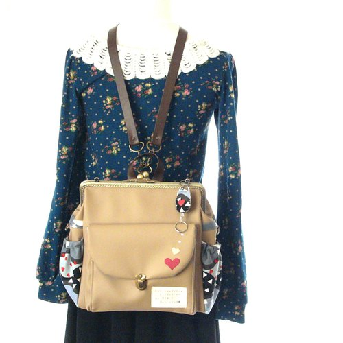 【Tokimeki and courage heart 】3 WAY Right side zipper backpack  Milk tea heart