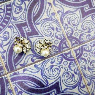 Classic white retro elegant design earrings