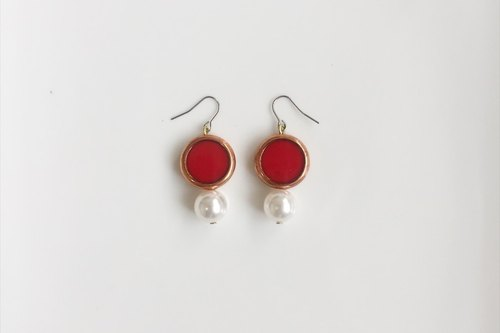 Rouge pearl brass earrings