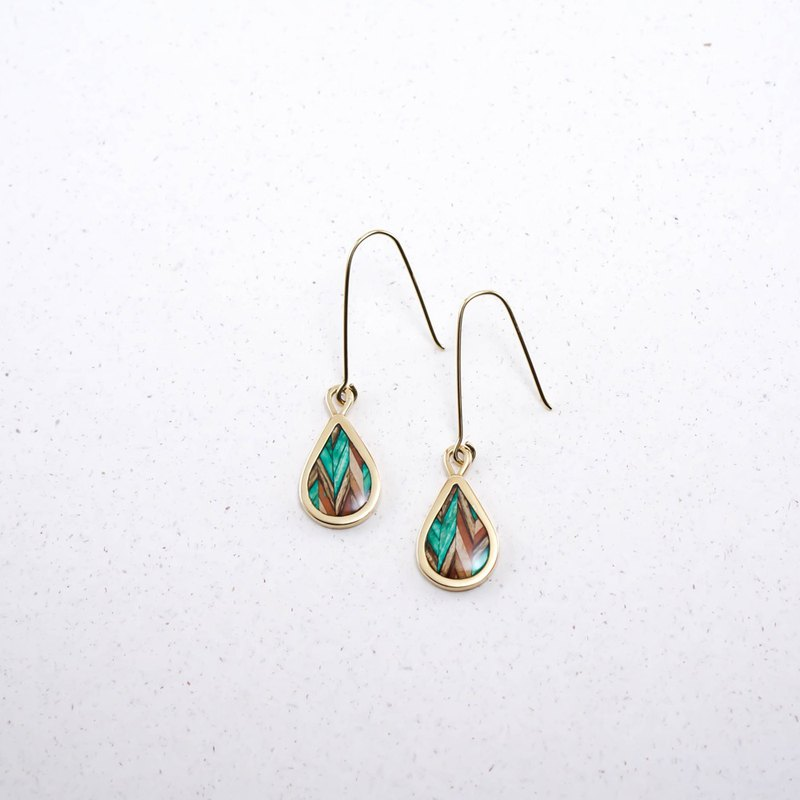 Send wood style drop earrings / green