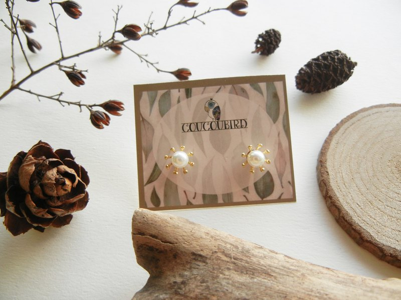 *coucoubird*pearl snowflake earrings