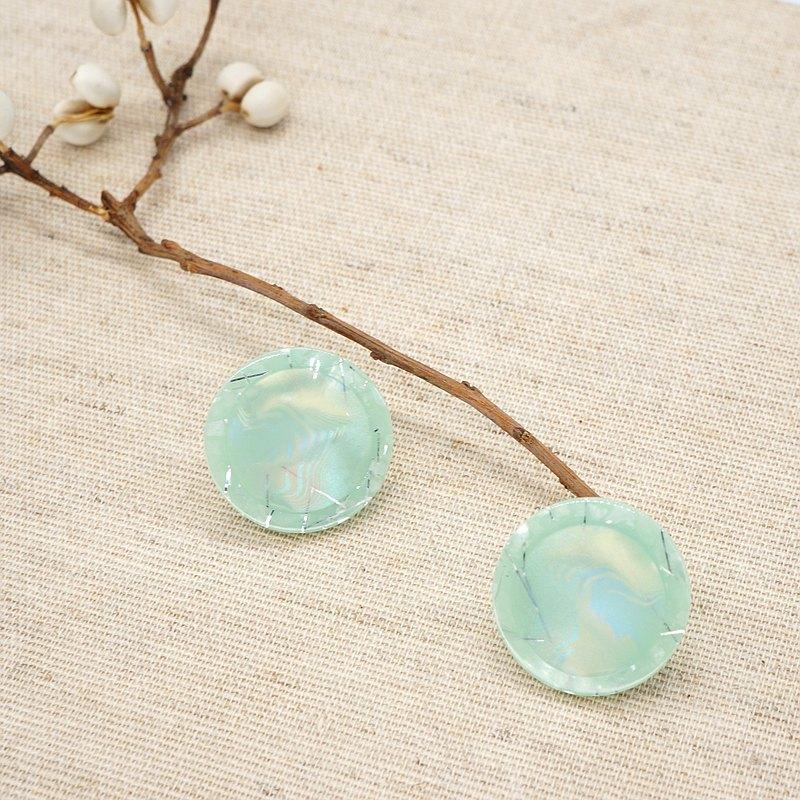日本老鈕扣 / 銀色線條淡綠霓虹耳環