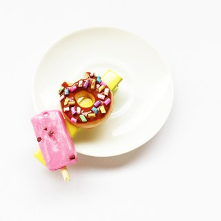 Pin + donut ice cream yellow.