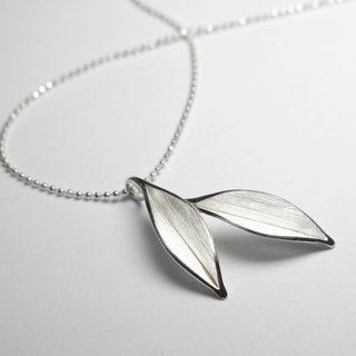 Nature-Dancing In The Wind-Two Small Leaves Silver Necklace/ handmade