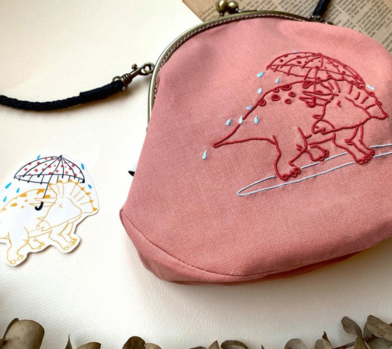 2020 Limited Edition-Wu Yue's Little Dinosaur Illustration Handmade Three-dimensional Embroidered Gold Bag-Triceratops