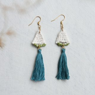 triangle crochet earring w. blue