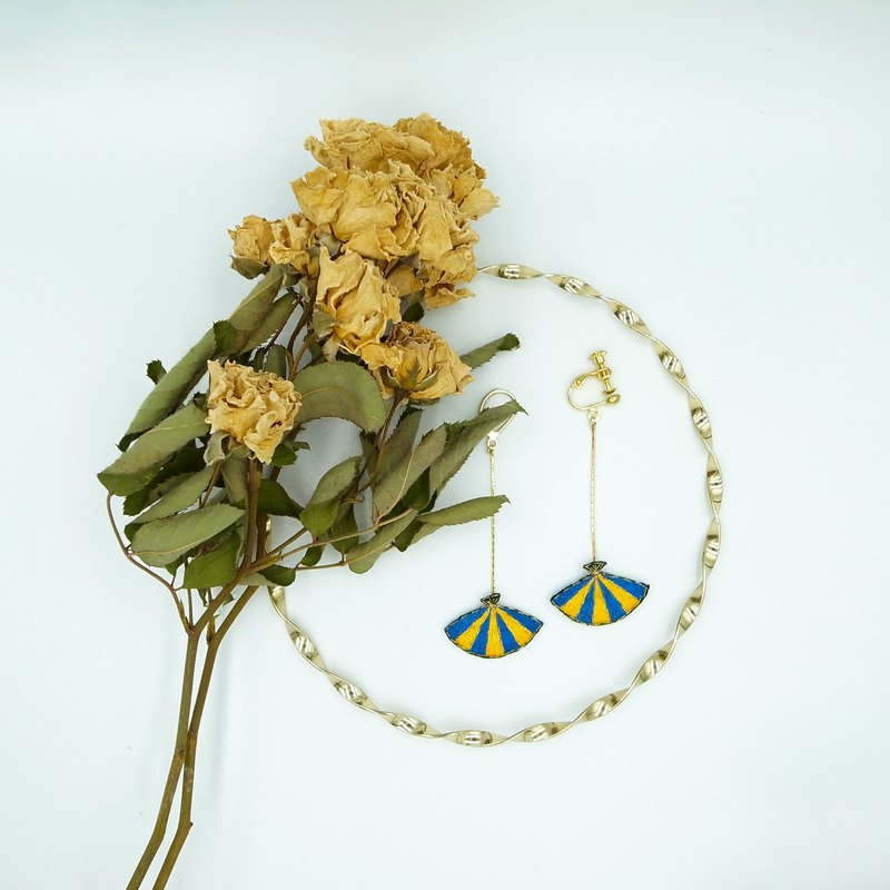 Fan hand-embroidered earrings