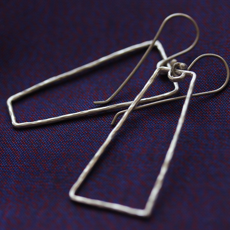 "Hammered silver wire trapezoid shape ""Opposite"" earrings (E0177)"