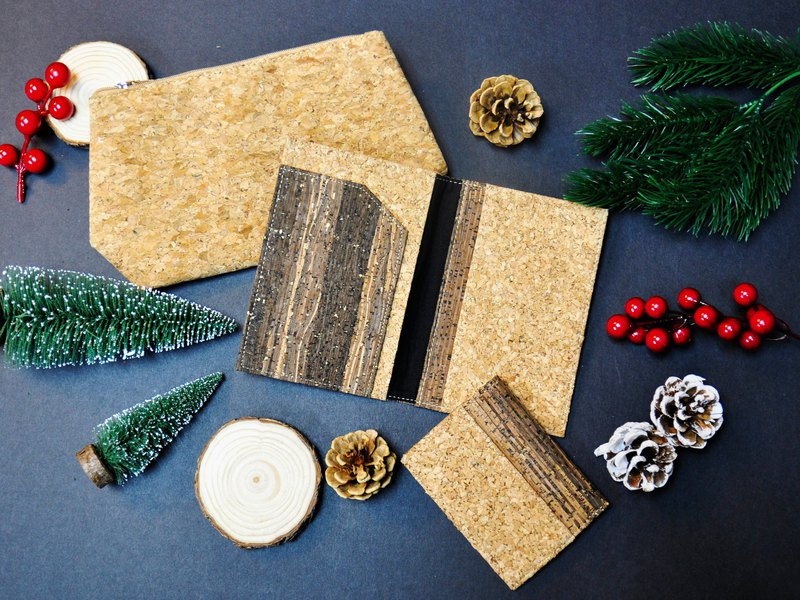 naturaism Christmas blessing bag: Mixed cork passport holder + card holder