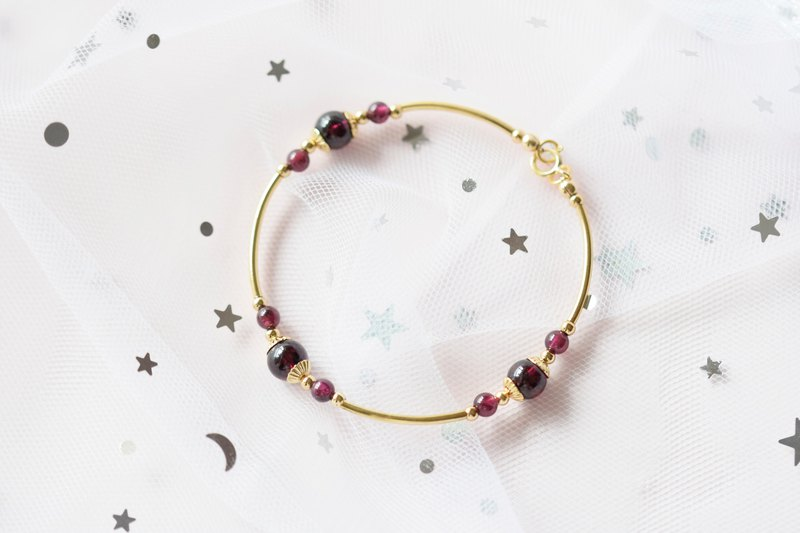 Infinitely。Garnet Natural Stone Gemstone 14K Gold Plated Bracelet