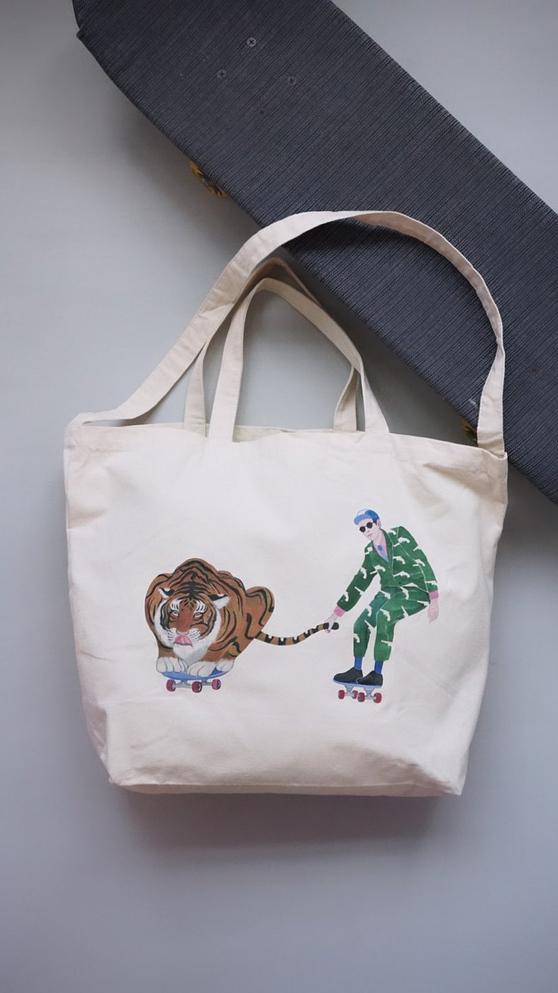 "Playing Tiger's Skateboarding Boy"" Hand/Sideback TOEFL Bag Tote Bags"