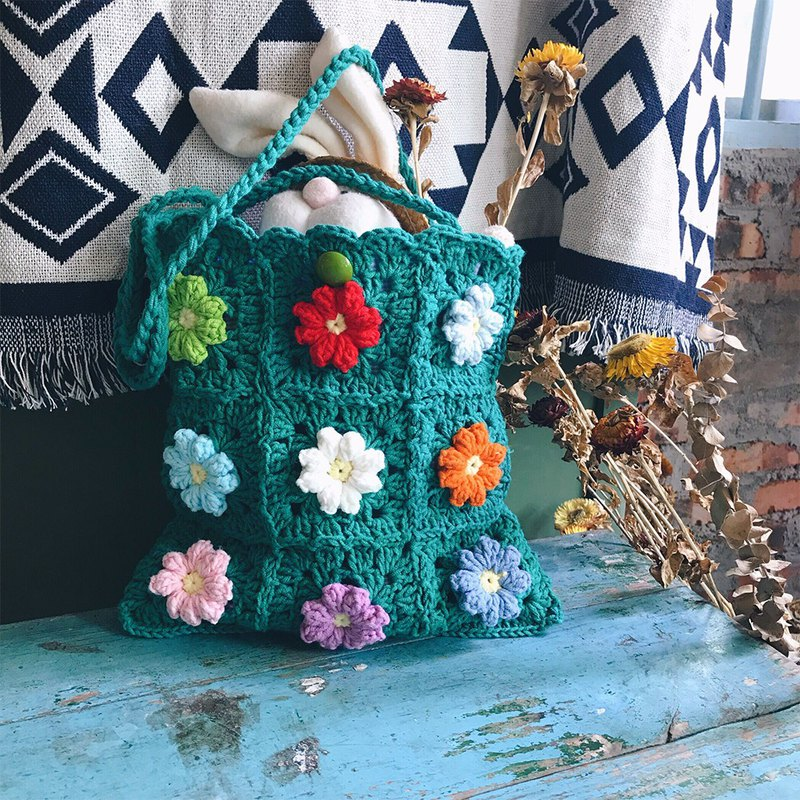 Cute Japanese designer handmade crochet flower Thailand fafa shoulder bag CC Song 妍霏 color flower wool bag