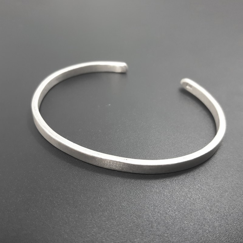 V7 - can not do the same silver bracelet - plain 999 sterling silver bracelet - royal smith