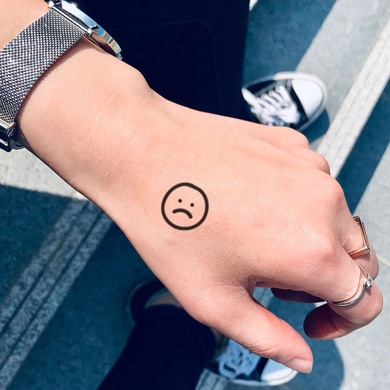 OhMyTat 傷心男孩臉 Sad Boy Face 刺青圖案紋身貼紙 (6 張)