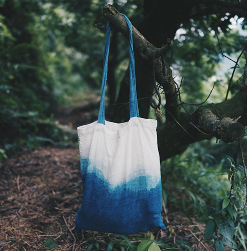 Gradient plant blue indigo handmade woven tote bag environmental protection shopping bag hand-made cotton linen canvas bag