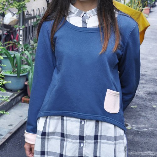 Cropped Sweatshirt with Contrast Pocket - Navy
