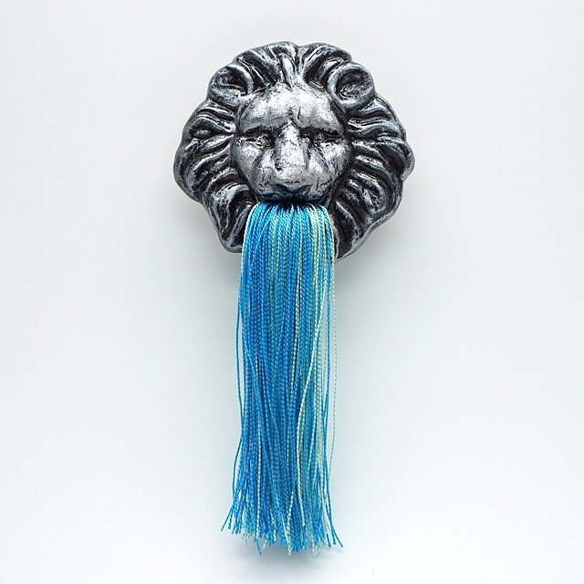 Fountain lion broach (Silver)