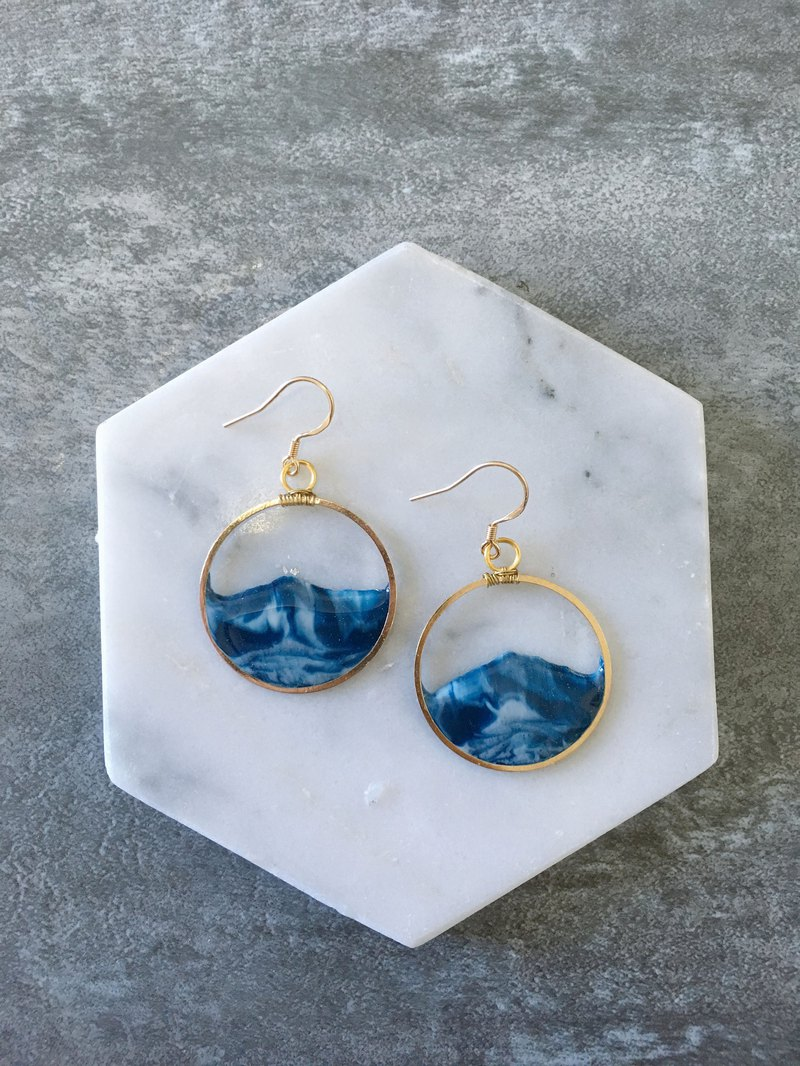 Classic Wave Earring