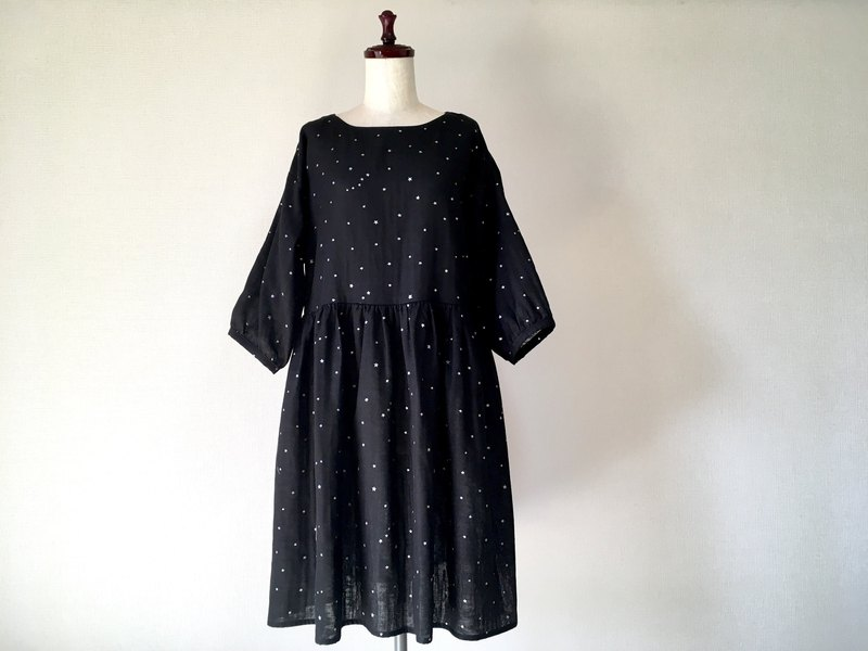 Small star gather one piece three-quarter sleeve double gauze black